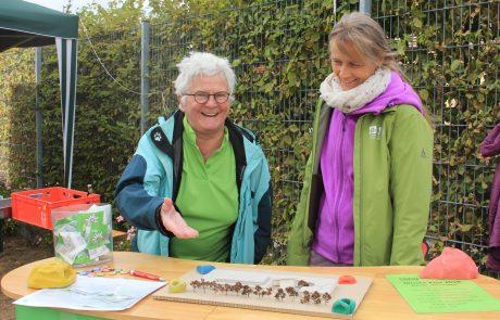 Am Infostand erfahren Besucher alles rund um das geplante Kletter- und Vereinszentrum. Foto: Lisa Kügel.