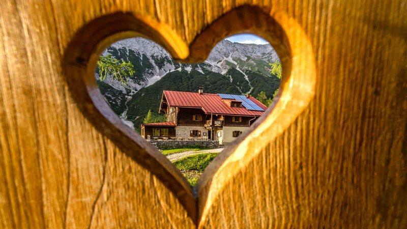 Ein Herz für Hütten. Blick auf's Hallerangerhaus. Foto: DAV/Stefan Wolf