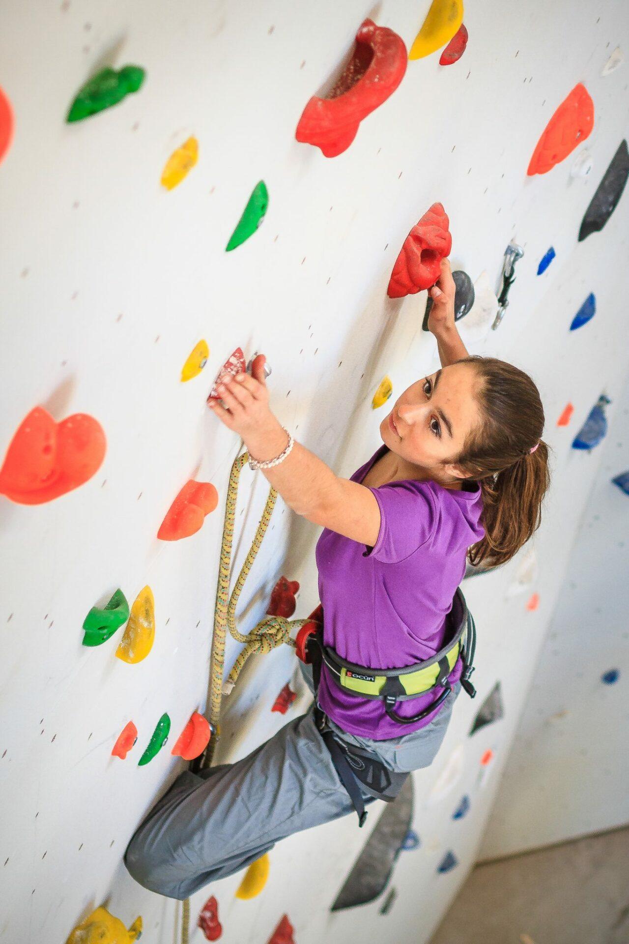 Kletternde Frau. Foto: Torsten Hans