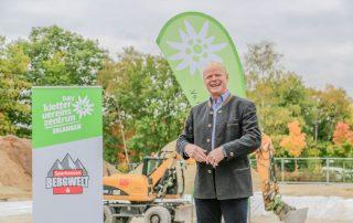 DAV-Vorsitzender Kai Lenfert hält die Begrüßungsrede (Foto: L. Kügel).