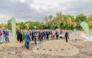 Ansprache des DAV-Vorsitzenden Kai Lenfert vor den auf der Baustelle versammelten Gästen (Foto: L. Kügel).