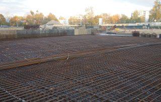 Ein solides Fundament: Bewehrung der Bodenplatte (Foto: A. Knisch).